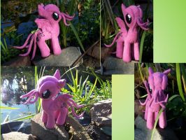 My little pink Cthulhu pony by DarkCherry87