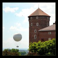 Something Standing And Somethig Flying - Wawel by skarzynscy