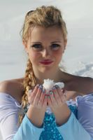 The ice queen Elsa by GlowingSnow