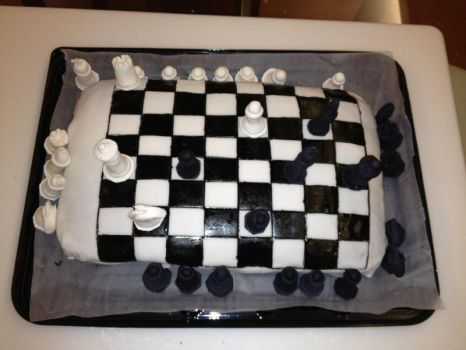 Playing with the Chess cake by Artemisa