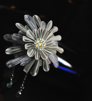 Silver Wonder. Ornate Kanzashi by hanatsukuri