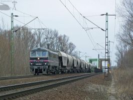 Floyd Class 86 with freight by morpheus880223