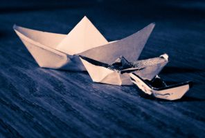 epic paper boats by hoomet