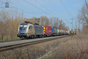 ES64U2 064 with container train near Gyor by morpheus880223
