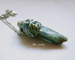 Emerald elven knife by Tuile-jewellery