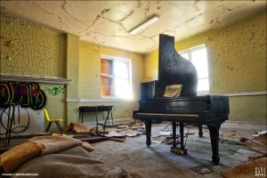 .: Grand Piano :. by sideshowsito