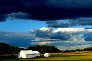 Impending Storm in the Heartland by rongiveans