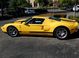 Ford GT in yellow and black by Partywave