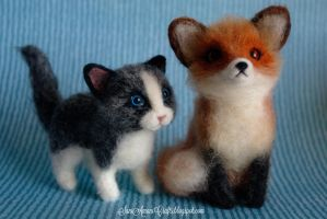 Needle felted kitten and fox by SaniAmaniCrafts