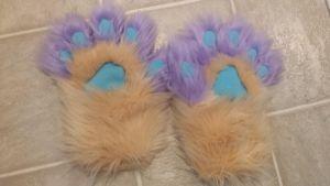 Andromeda fursuit hand paws by Lufca