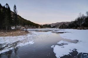 The Frozen Tussvatnet Water by SindreAHN