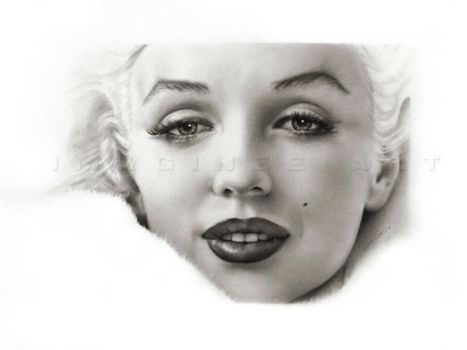 Marilyn Monroe close-up by imaginee