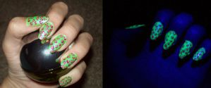 Neon UV nails together by jenna-daydreamer93