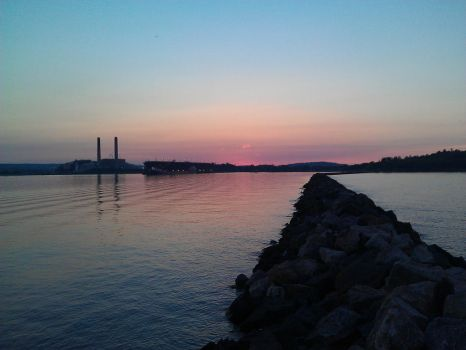 Marquette sunset from the end of a breakwall by ecc0w0lf