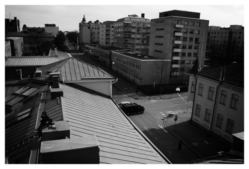 Climbing on roof tops by Skrikisen