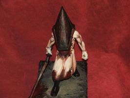 PyramidHead sculpture done-4 by Meadowknight